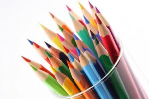 dibujar-lapices-de-colores-multicolor-de-papeleria_3255448